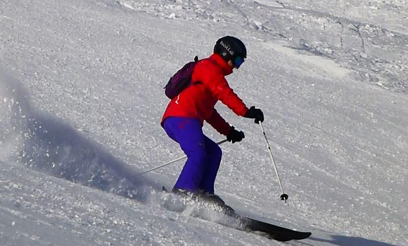 Alisoun skiing